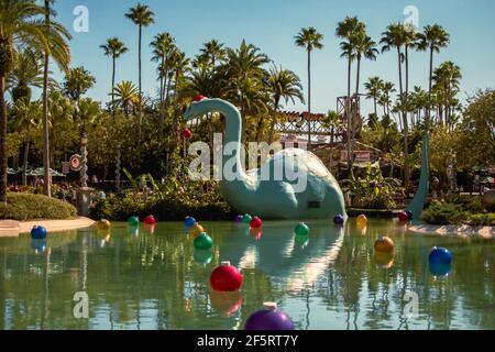 Orlando, Florida, enero de 05,2021. Vista panorámica de dinosaure y adornos navideños en Hollywood Studios (114)