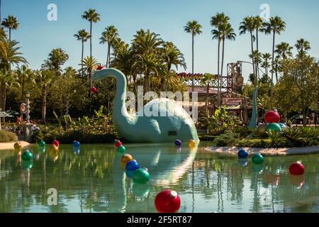 Orlando, Florida, enero de 05,2021. Vista panorámica de dinosaure y adornos navideños en Hollywood Studios (116)