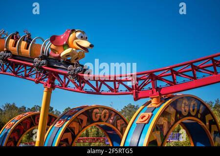 Orlando, Florida. 05 de enero de 2021. Gente disfrutando de Slinky Dog Dash Rollercoaster en Hollywood Studios (147)