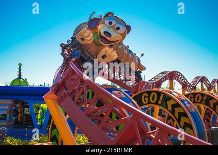 Orlando, Florida. 05 de enero de 2021. Gente disfrutando de Slinky Dog Dash Rollercoaster en Hollywood Studios (181)
