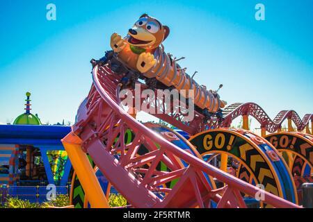 Orlando, Florida. 05 de enero de 2021. Gente disfrutando de Slinky Dog Dash Rollercoaster en Hollywood Studios (185)