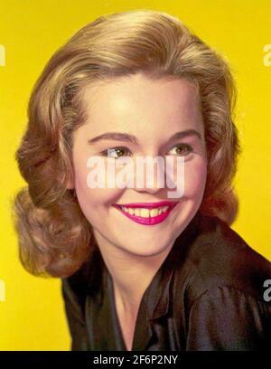 MARTES SOLDADURA actriz de cine estadounidense alrededor de 1956