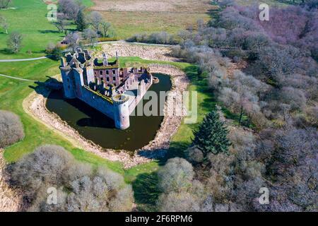 Vista aérea del Castillo de Caerlaverock en Dumfries y Galloway, Escocia, Reino Unido