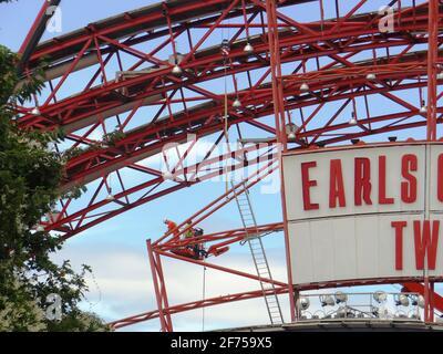 Demoliendo el dos centro de exposiciones de Earl's Court en Londres, Reino Unido
