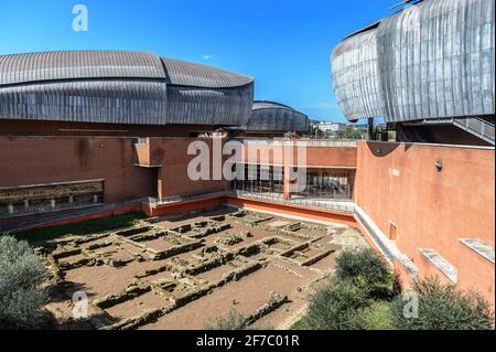 Auditorium Parco della Musica es un gran complejo de música pública multifuncional, diseñado por el arquitecto italiano Renzo Piano, Roma, Lazio, Italia, Europa
