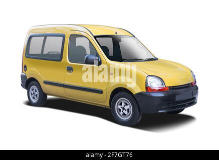 Renault Kangoo amarillo aislado sobre fondo blanco
