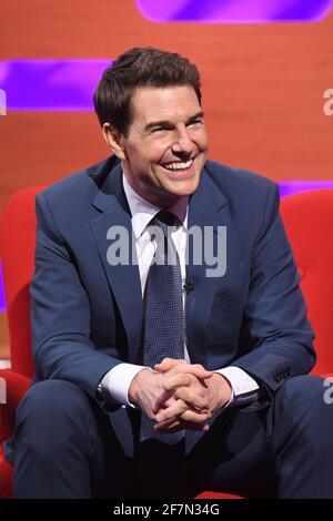 USO EDITORIAL SÓLO Tom Cruise durante el rodaje para el Graham Norton Show en BBC Studioworks 6 Television Center, Wood Lane, Londres, para ser transmitido en BBC One el viernes por la noche. Foto de stock
