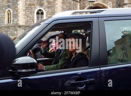 Sophie, condesa de Wessex, y el príncipe Edward, conde de Wessex, abandonan el Castillo de Windsor después de que el príncipe Felipe, marido de la reina Isabel, muriera a la edad de 99 años, en Windsor, cerca de Londres, Gran Bretaña, el 10 de abril, 2021. REUTERS/Andrew Boyers Foto de stock