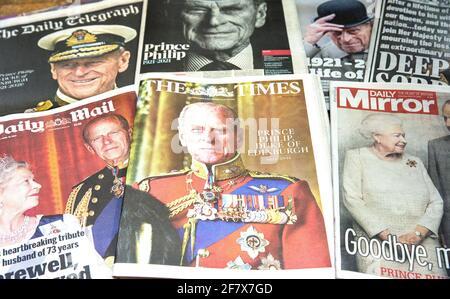 Londres, Reino Unido. 10th de Abr de 2021. Los periódicos británicos rinden homenaje al príncipe Felipe que murió el 9th de abril a los 99 años. Crédito: Mark Thomas/Alamy Live News