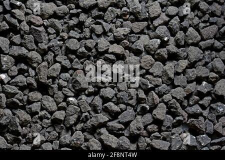 Negro pequeño camino piedra fondo, grava oscuro guijarros piedra textura sin costuras,