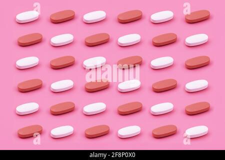 Forma ovalada tableta de medicina farmacéutica sobre fondo rosa, Medicina conceptos creativos estilo mínimo con fondo de papel colorido