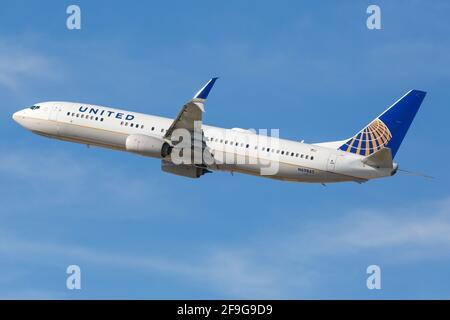 Los Angeles, USA - 22. 2016 de febrero: United Airlines Boeing 737-900 en el aeropuerto de Los Ángeles (LAX) en los Estados Unidos. Boeing es un fabricante de aviones
