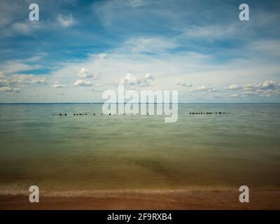 Vista del Mar Báltico desde la playa de la Península de Hel en verano