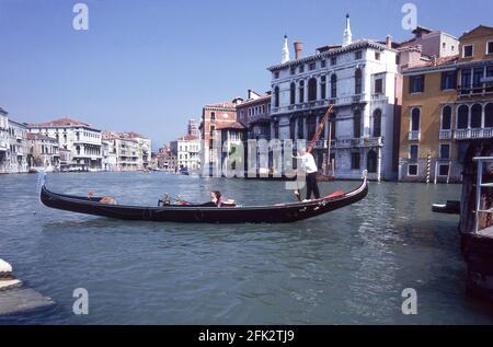 Góndola en el Gran Canal.Venecia.Italia.