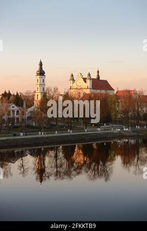 Pinsk, Región de Brest, Bielorrusia. Catedral del Nombre de la Santísima Virgen María y del Monasterio Franciscano. Famosos monumentos históricos.
