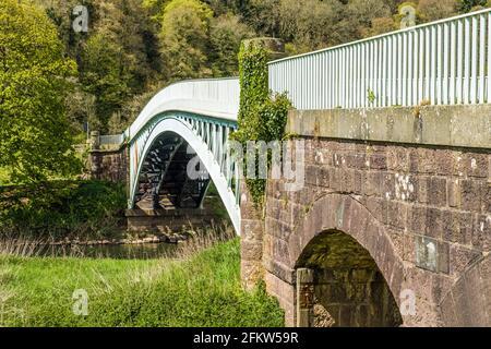 Puente Bigsweir Enjuagando el río Wye en Bigsweir en el Valle de Wye