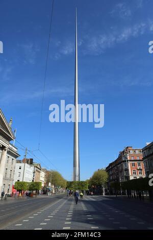 Vista del Dublin Spire en la calle O'connell en Dublín, Irlanda