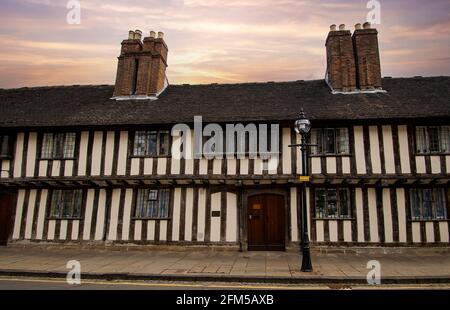 Los Almshouses en Church Street que data del siglo 15 en Stratford-upon-Avon, Warwickshire