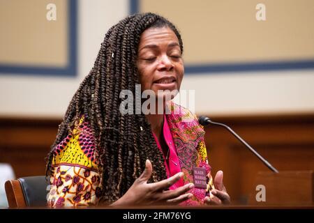 """Joia Adele Crear-Perry, M.D., FACOG, Fundadora y Presidenta de la National Birth Equity Collaborative, comparece ante un Comité de Supervisión y Reforma de la Cámara de Representantes con una audiencia """"Birthing While Black: Examining Americas Black Maternal Health Crisis"""" en el edificio de oficinas de Rayburn House en Washington, DC, jueves, 6 de mayo de 2021. Crédito: Rod Lamkey / CNP / Sipa USA"""