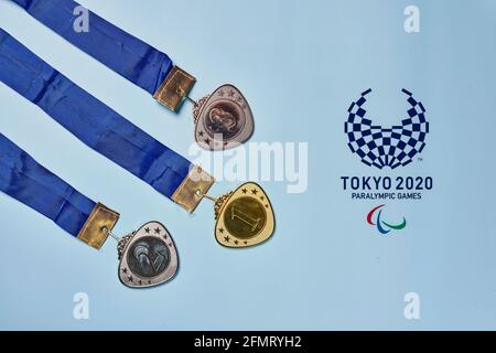 Tashkent, Uzbekistán - 4 de marzo de 2021: 2020 Juegos Paralímpicos de Verano y tres medallas olímpicas de oro, plata y bronce