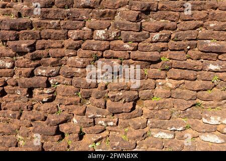 Textura de pared de piedra de contraste, fondo natural para su escritorio.