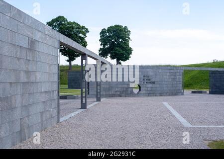Copenhague, Dinamarca - 09 de junio de 2021: Monumento a las actividades internacionales de Dinamarca por el artista Finn Reinbothe inaugurado en 2011.