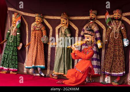 Rajasthani Katputli hecho a mano o Puppet en el Palacio de la Ciudad de Jaipur.