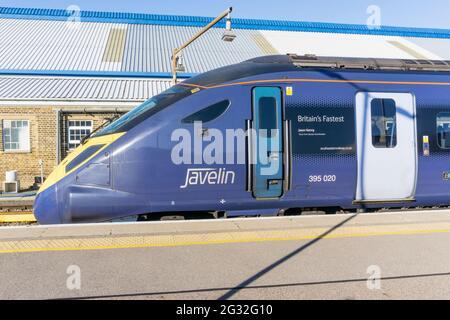 Tren británico clase 395 Javelin en Beckenham en Kent.