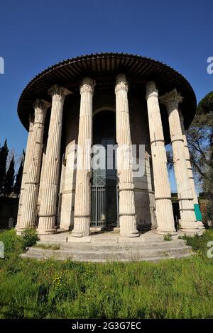 Italia, Roma, forum boarium, el templo de Hércules Víctor, también llamado templo de Vesta (siglo II AC)
