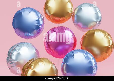 Brillantes globos de colores, fondo rosa para fiestas, cumpleaños, celebraciones o vacaciones, 3D render realista