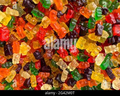 Osos de gelatina deliciosos. Primer plano de un fondo de coloridos dulces de caramelos de azúcar. Surtido sabroso gomoso