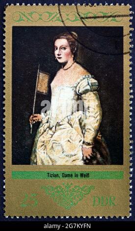 ALEMANIA - ALREDEDOR de 1973: Un sello impreso en Alemania muestra a Lady in White, Pintura de Tiziano, alrededor de 1973