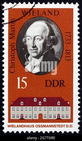 ALEMANIA - ALREDEDOR de 1973: Un sello impreso en Alemania muestra Christoph Martin Wieland, poeta y escritor alemán, alrededor de 1973