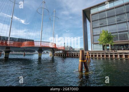 Puente circular - puente peatonal en Christianshavn Diseñado por Olafur Eliasson, 2015 - Copenhague, Dinamarca