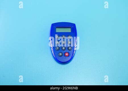 Un token electrónico de transacción en línea azul