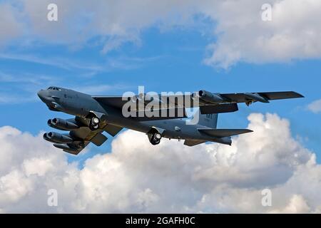 Un Boeing B-52H Stratofortress Bomber de la Fuerza Aérea de los Estados Unidos, 61-0039, despida de RAF Fairford durante el Royal International Air Tattoo de 2010