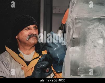 Transportador profesional de hielo que esculpe bloque de hielo