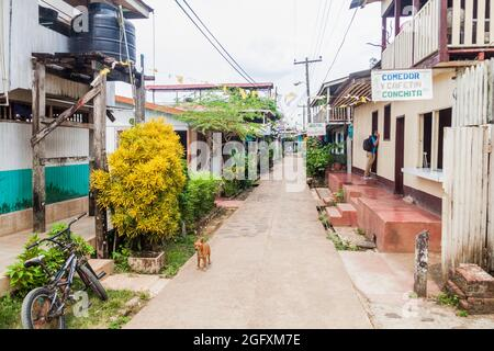 EL CASTILLO, NICARAGUA - 6 DE MAYO de 2016: Calle en el pueblo de El Castillo en el río San Juan, Nicaragua