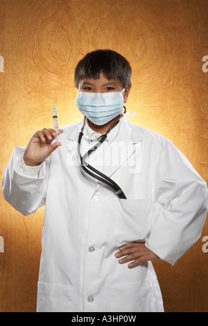 Chico vestido como médico