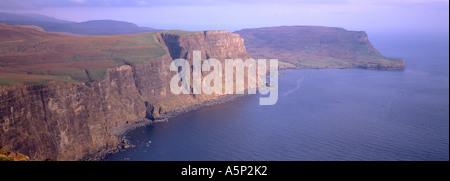Desde el acantilado Ramasaig Waterstein Head Skye Escocia