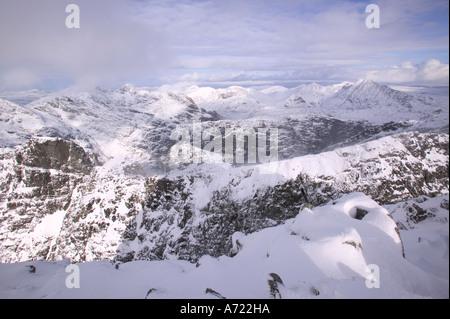 Las Cuillin ridge desde la cumbre de Sgurr Alasdair, el pico más alto de los Cuillin Ridge, un Munro en Skye, Escocia, Reino Unido