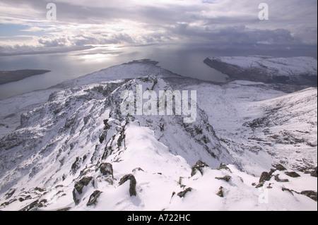 Vista desde la cumbre de Sgurr Alasdair, el pico más alto de los Cuillin Ridge, un Munro en Skye, Escocia, Reino Unido