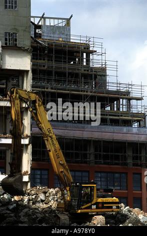 La demolición de los almacenes en el Ipswich waterfront para dar paso a un baile y centro de arte.