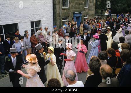 Helston Furry danza Helston Cornwall England día de la Flora 8 de mayo. Mediodía baile formal baile principal del día. 1989 1980 REINO UNIDO HOMER SYKES