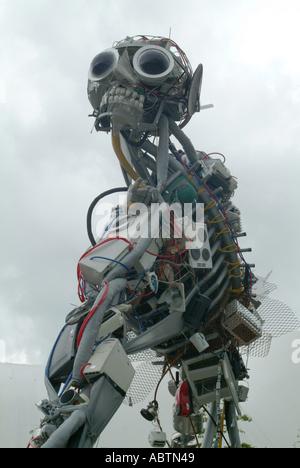 La escultura WeeeMan en Eden Project Cornwall St Austell, Inglaterra, Reino Unido