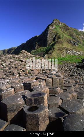 Las columnas hexagonales de la Calzada del Gigante, Condado de Antrim, Irlanda del Norte.