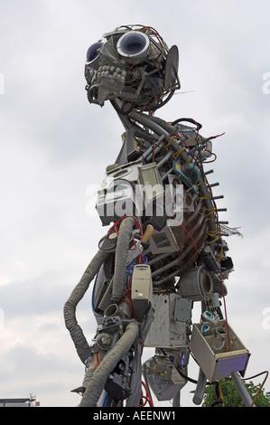 Escultura WEEEMan