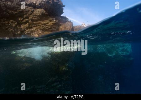 Imagen dividida de rocas y sustrato submarino San Pedro y san Pablo, Brasil rocas Océano Atlántico