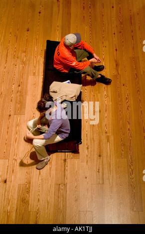 Portland Maine Portland Museum of Art Waiting Portland Museum of Fine Art Students esperando en la galería del público