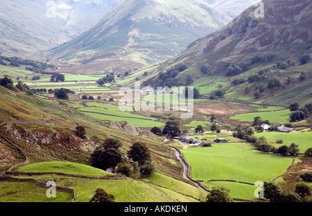 Vista desde Halin cayó junto al valle de Martindale a la NAB Mountain Lake District National Park Cumbria